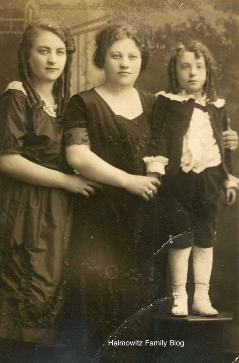 Seymour Weiss with mother Sarah and sister Jeane copy
